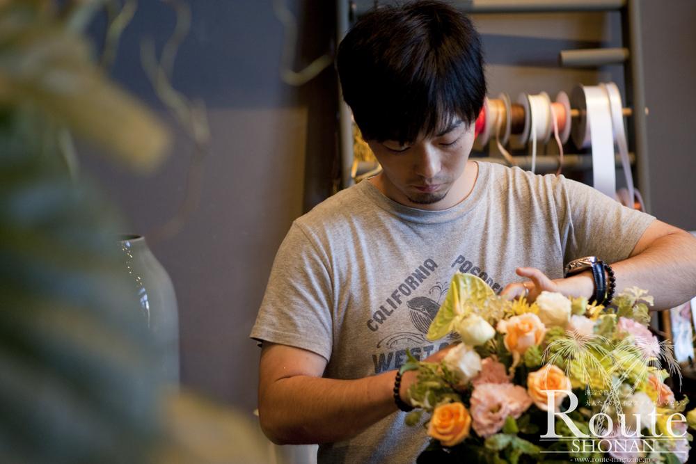 様々なフラワーやグリーンを取り扱う、flower&green Luccaのオーナー / 斉藤 雄太 氏。