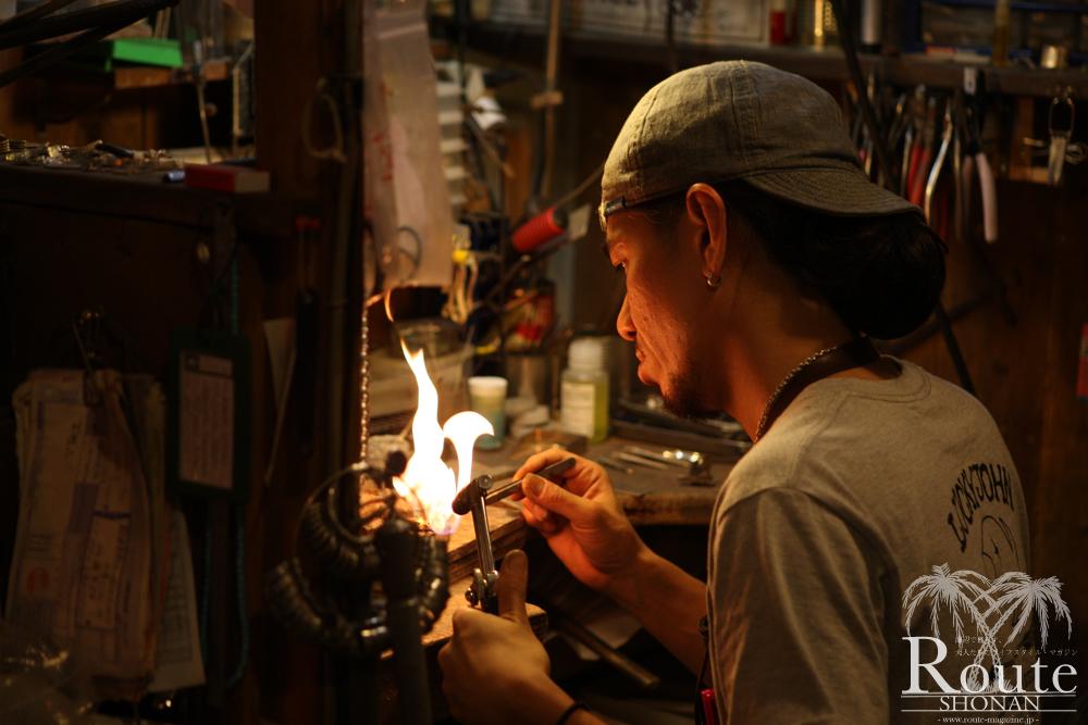 藤沢店を取り仕切り、シルバースミスとしても長年のキャリアを持つ田中氏。